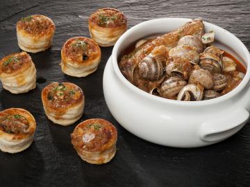 Caracoles con costilla y aperitivo en volován