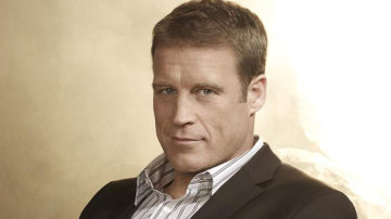 Mark Valley es Christopher Chance