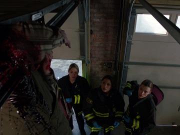 Gabriela y su equipo salvan a un hombre en peligro