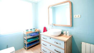 'Decogarden' renueva el baño de un piso de estudiantes