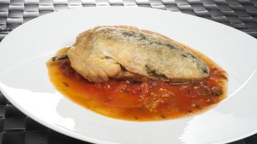 Chiles rellenos con caldillo de tomate