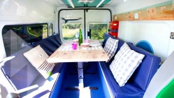 'Decogarden' acondiciona una vieja ambulancia en una autocaravana