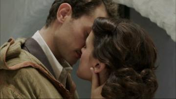 El beso más deseado entre Sira y Marcus