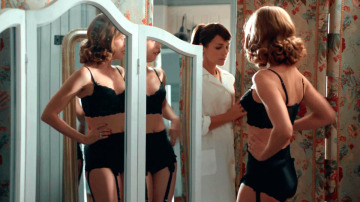 La lencería en Velvet es tan importante como los vestidos