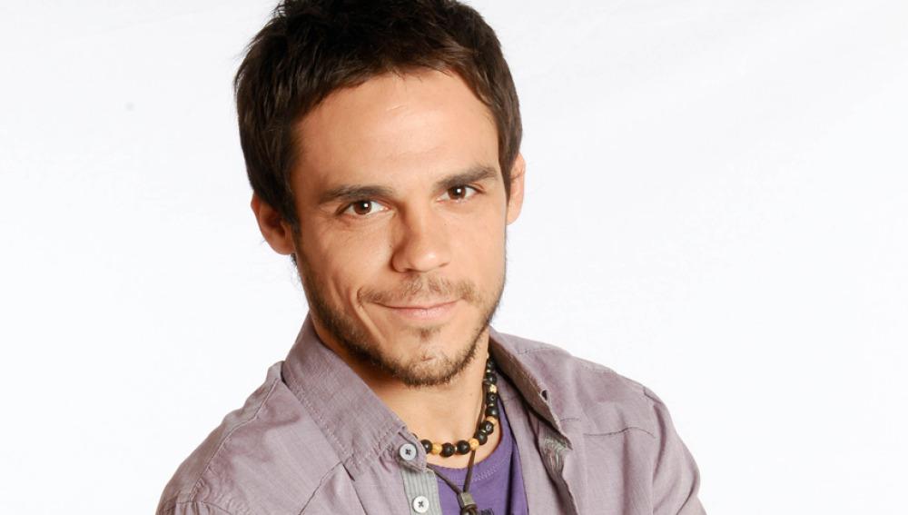 Bart Santana es Roque