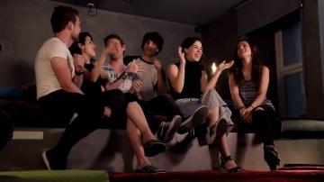 Los protas de 'FoQ' cantan la BSO en Atreseries