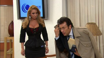 Alicia sorprende a Tomás en la oficina