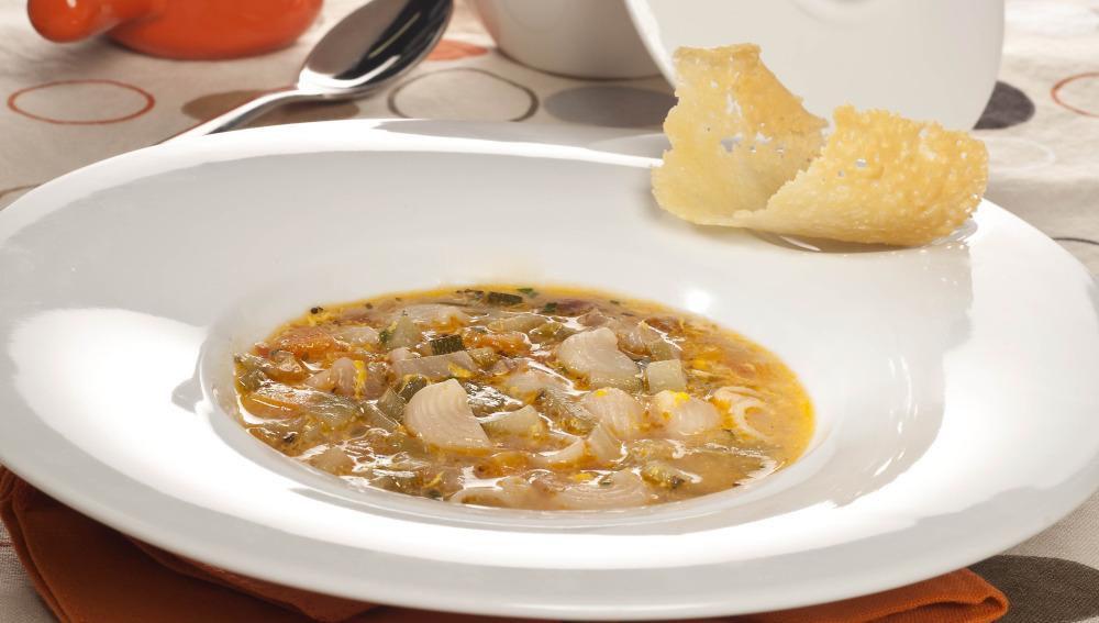Sopa de verduras con pastas