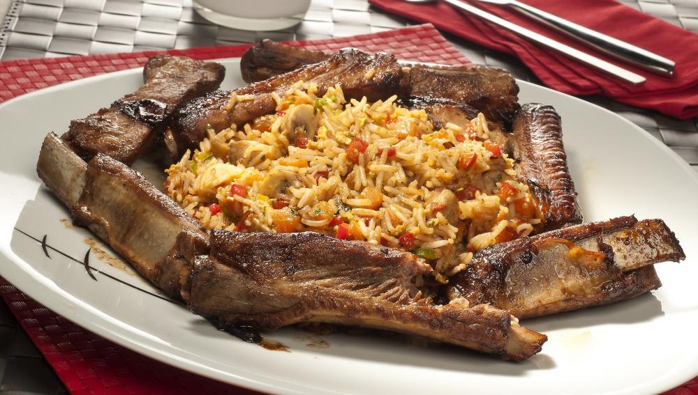 Wok de arroz con costilla y verduras