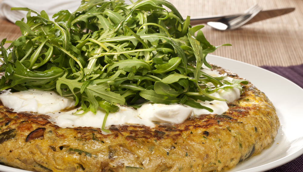Tortilla de verduras con ensalada