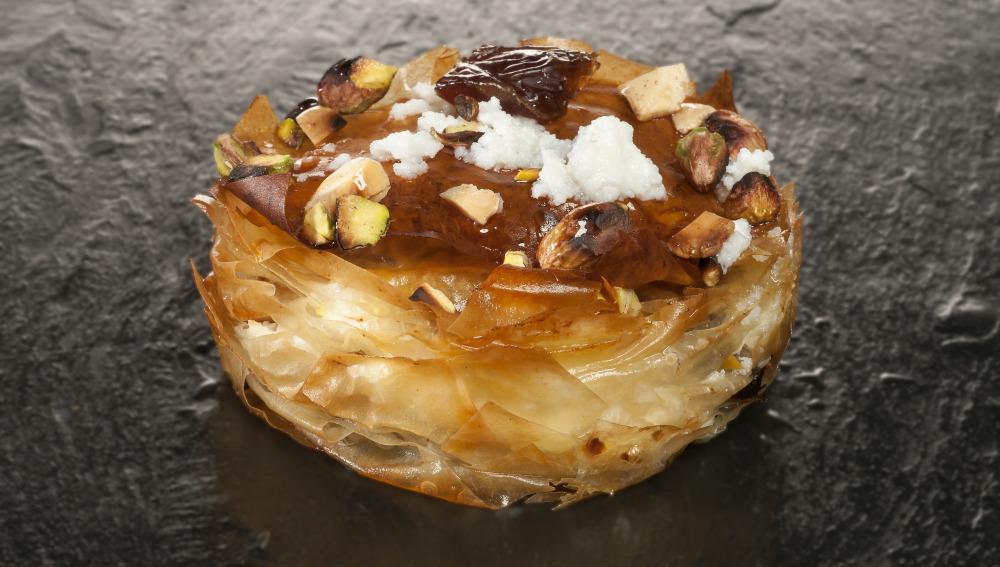 Tarta de requesón, pistachos y dátiles