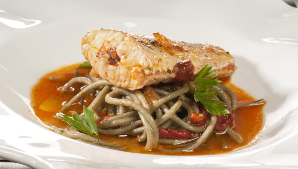 Cocina con Bruno. Pasta de algas con pescado