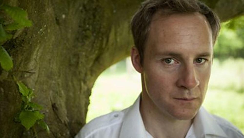 Peter McDonald es Alan en Mayday