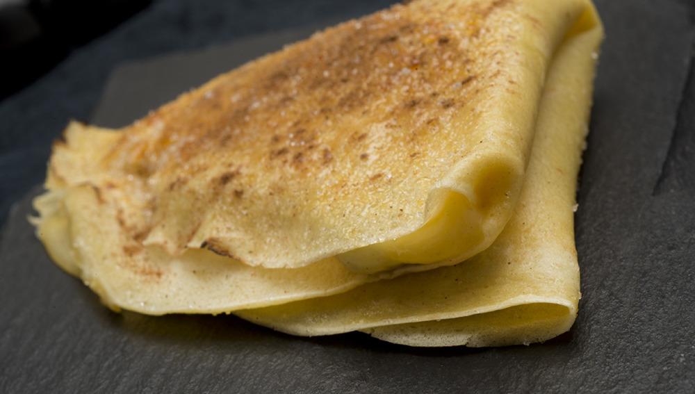 Filloas caramelizadas con crema de pasas