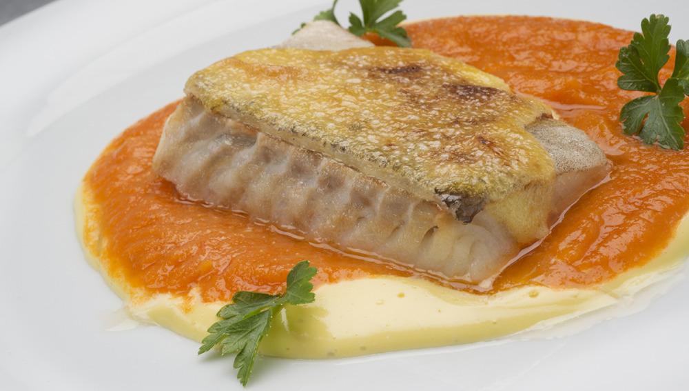 Bacalao con tomate y mahonesa
