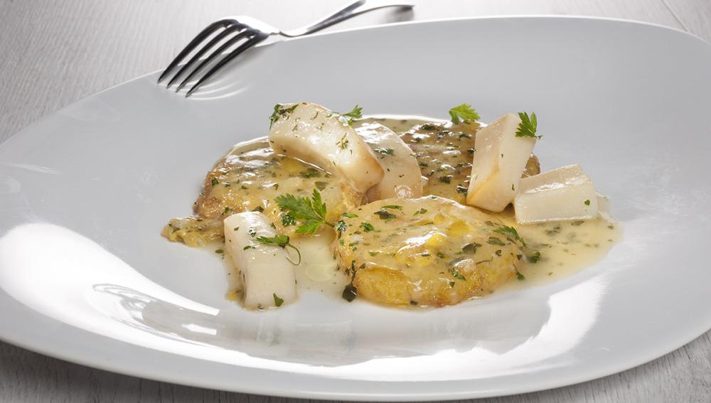 Patatas rebozadas con choco en salsa verde