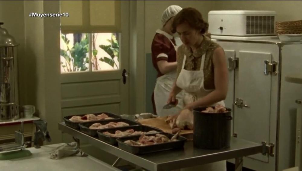 Frame 53.668571 de: Imitamos el plato de 'Mildred Pierce' en 'Muy en serie'