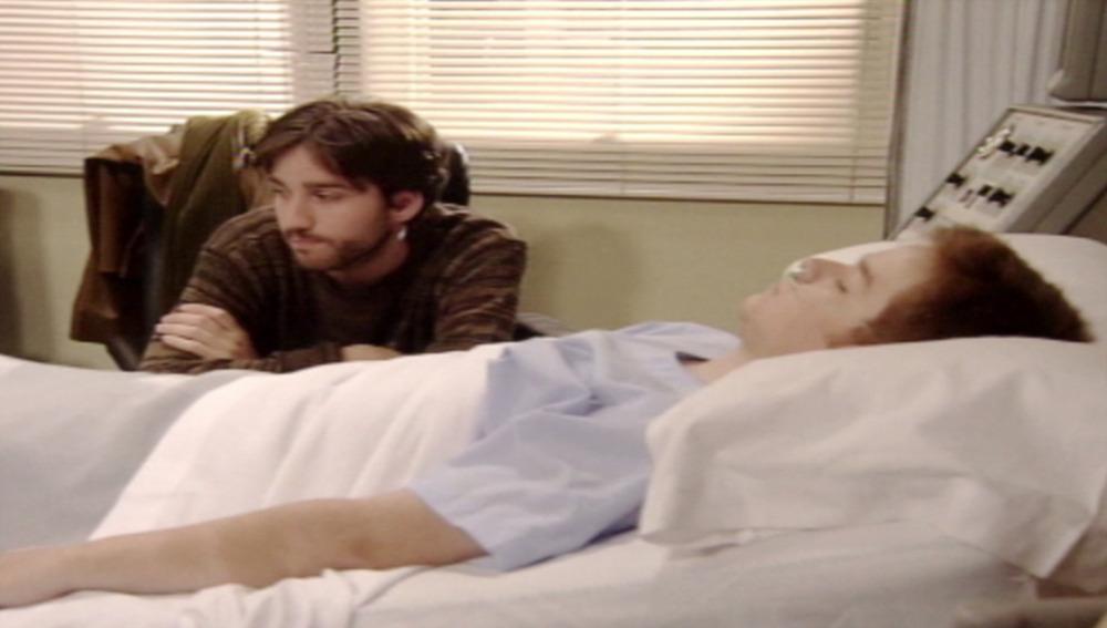 Luismi visita a César en el hospital