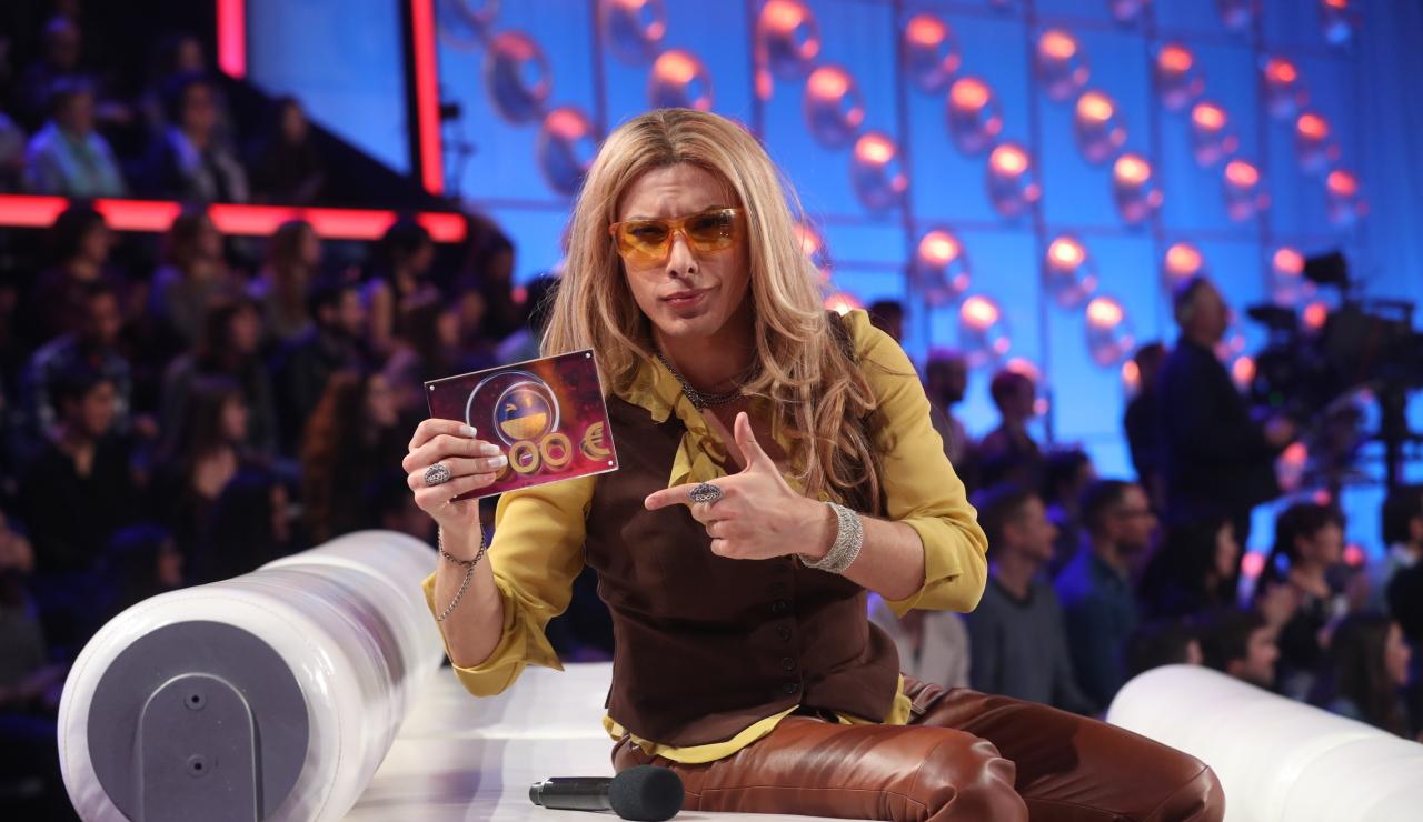 Blas Cantó estalla de emoción al proclamarse ganador de la decimosexta gala como Anastacia