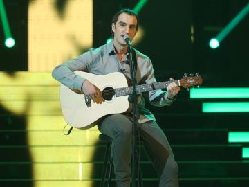 Dani Rovira demuestra su talento musical como Ismael Serrano en 'Papá, cuéntame otra vez'