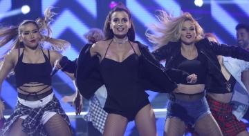 Patricia Aguilar, pura sensualidad como Ariana Grande en 'Problem'