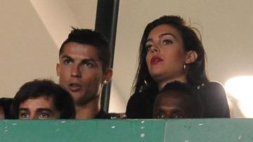 Cristiano Ronaldo y Georgina Rodríguez durante el partido