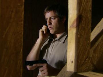 Rodrigo, desesperado, secuestra a Brigitte y a Natalia