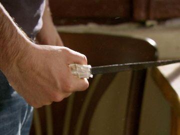 ¿Qué hace Kerim con un cuchillo dentro de la cárcel?