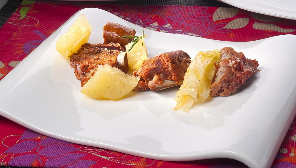 Botillo con patatas y repollo