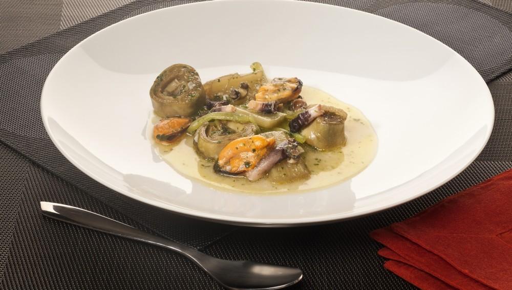 Plato de verduras y molusquillos
