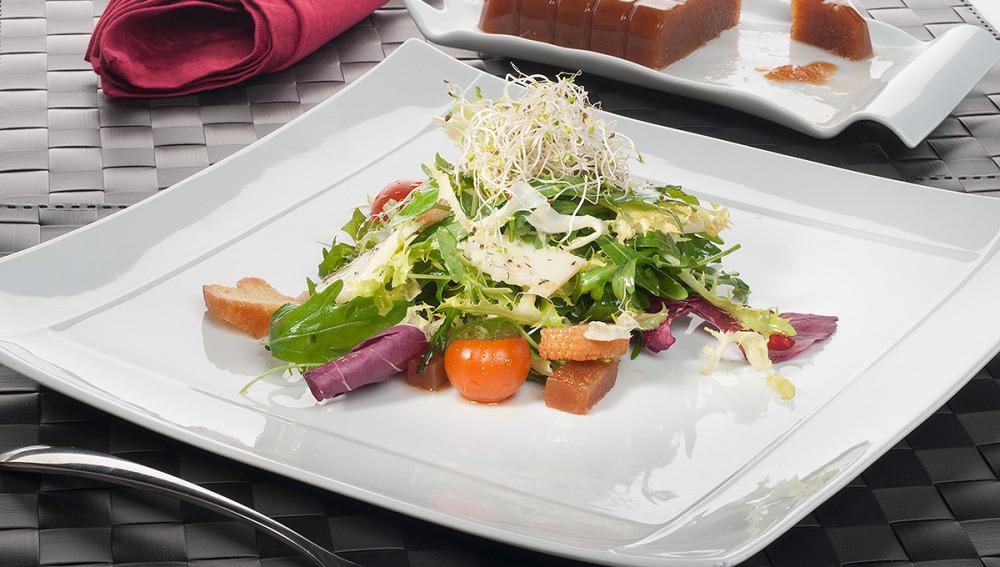 Ensalada verde con queso especiado