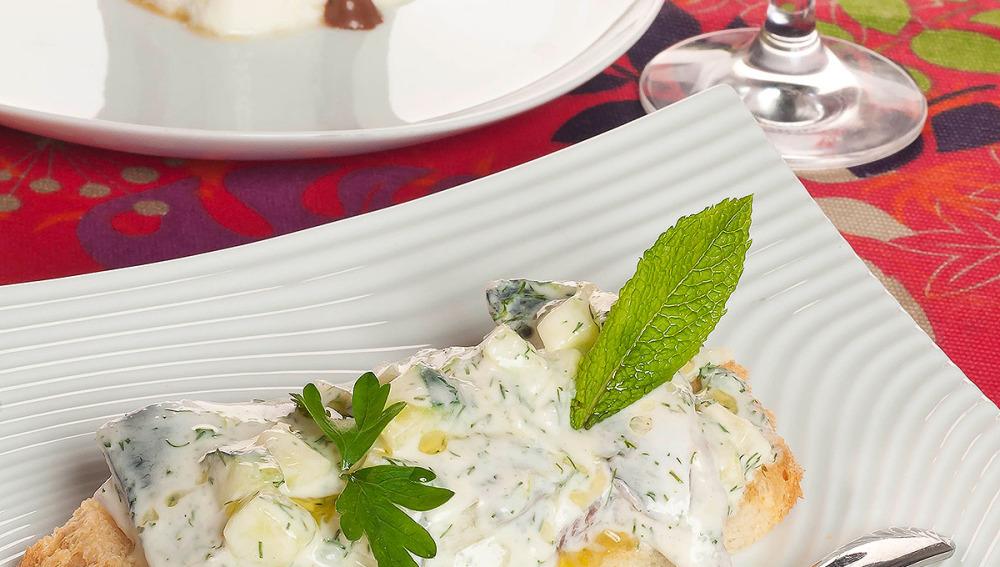 Tostas de sardinas con postre de helado de yogur