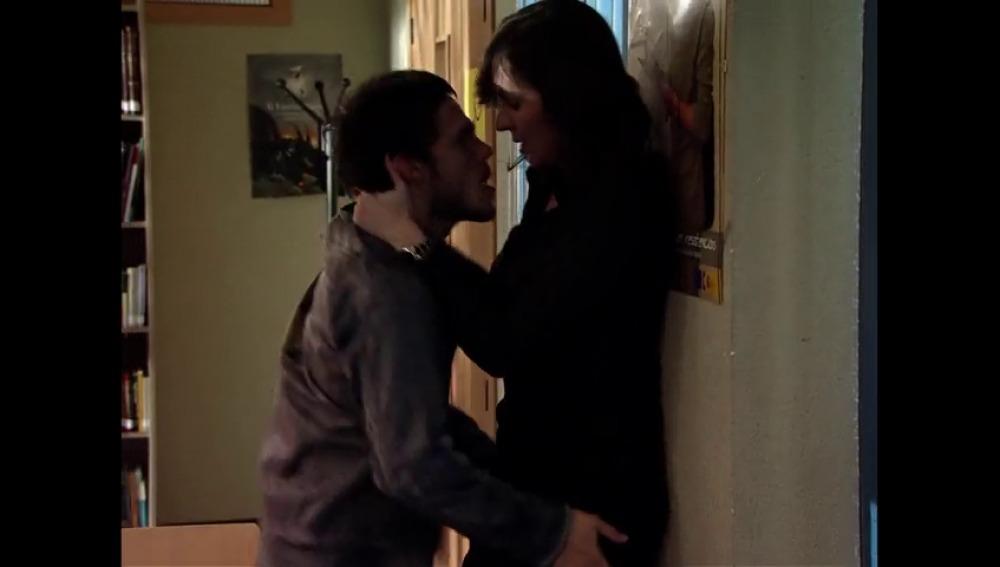 Frame 123.945795 de: Nuevo romance en el Zurbarán