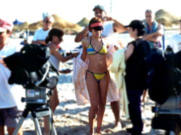 Valle luciendo bikini en Compañeros