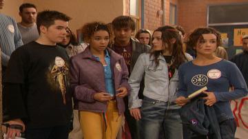 Los alumnos del Azcona en huelga