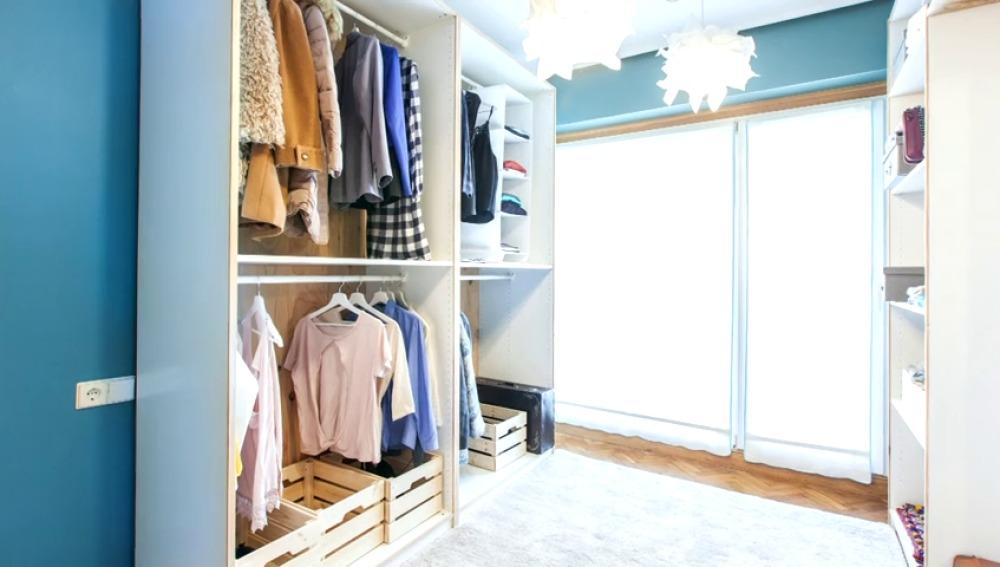 Frame 14.13631 de: Transformamos un dormitorio en un vestidor luminoso