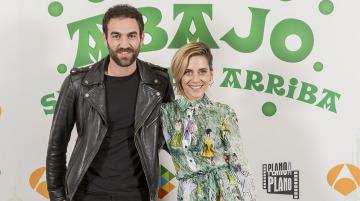 Jon Plazaola y María León en la presentación de la tercera temporada de 'Allí abajo'