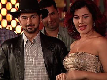Armando contrata a una nueva cantante
