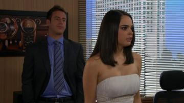 Descubren a Brigitte probándose el vestido de novia de su hermana Natalia