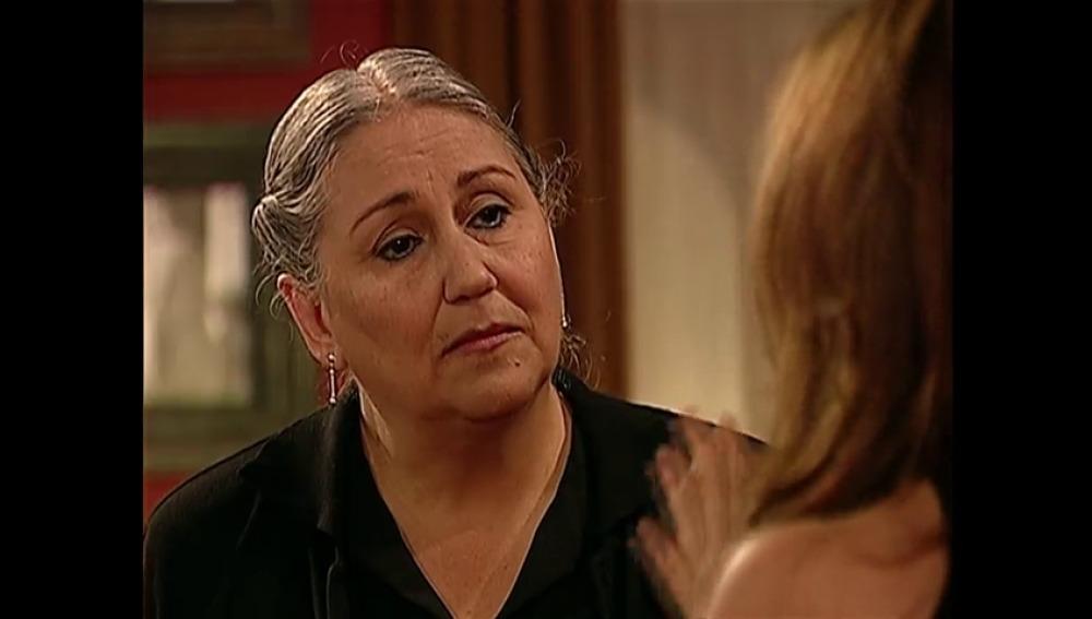 ¿Por qué Carmela se dedica a destrozar la habitación de Don Martín?