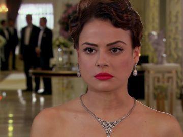 Fatmagül interrumpe la boda de Meltem
